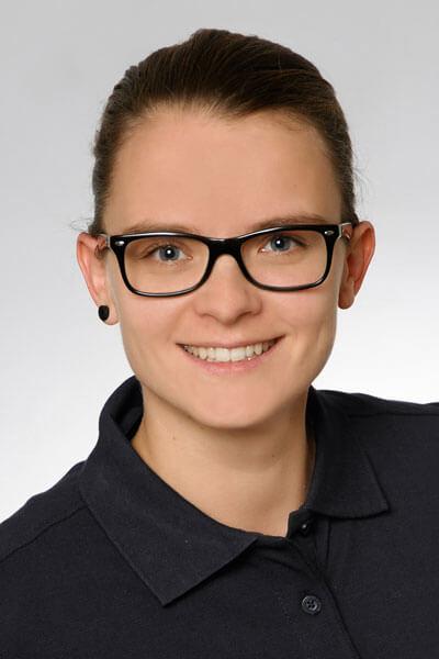 Zahnarzt Helferin Nadine Fichtler Porträt - Zahnarztpraxis Papczyk in Gera