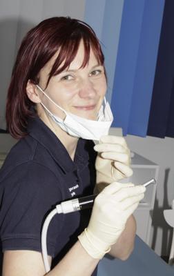 Zahnarzt Helferin Sylvia Perschke Prophylaxe und Vorbeugung - Zahnarzt Praxis Papczyk in Gera