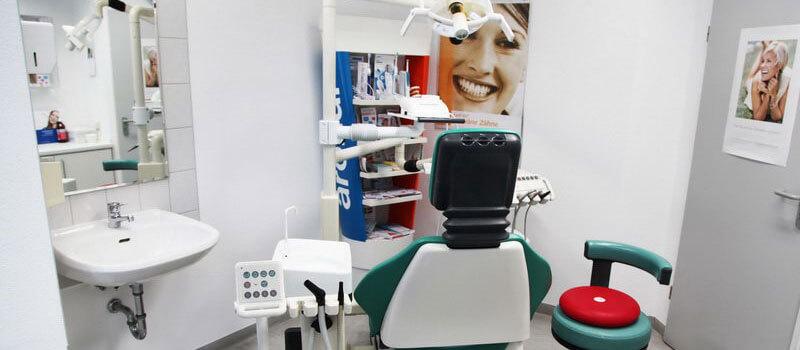 Behandlungszimmer, Dentaleinheit, Behandlungsstuhl der Zahnarztpraxis - Zahnarzt Praxis Papczyk in Gera